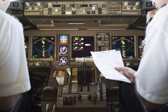 cbu-aviation-flight-cockpit-560x373.jpg
