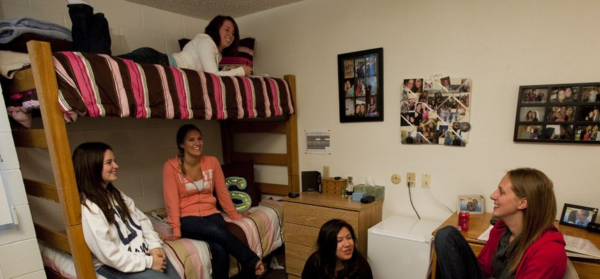simmons-hall-dorm-friends-860x400.jpg